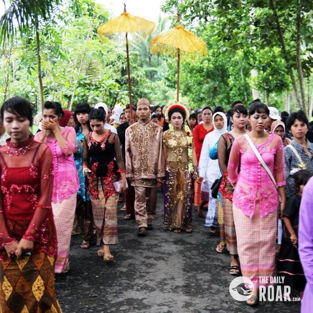 Nyongkolang Sasak indigenous culture on the island Lombok  The Daily Roar
